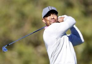 """…..""""Tiger Woods"""" อดีตโปรหมายเลข 1 ของโลกชาวอเมริกัน ได้ออกมาประกาศตัดสินใจแยกทางกับ """"Chris Como"""" โค้ชวงสวิงประจำตัวแล้ว โดยจะหันมาดูแลวงสวิงด้วยตัวเองนับจากนี้เป็นต้นไป เขายังได้เผยผ่านทวิตเตอร์ว่า นับตั้งแต่กลับมาจากการผ่าตัดหลังครั้งล่าสุดเมื่อเดือนเม.ย. ที่ผ่านมา เขาก็ได้กลับมาเรียนรู้ดูแลร่างกายตัวเอง และวงสวิงใหม่อีกครั้ง โดยใช้ความรู้สึกเป็นเกณฑ์ และตัดสินใจยุติการร่วมงานกับ """"Chris Como"""" รอคอยดูกันต่อไปว่าการกลับมาอีกครั้งของเขาจะสร้างกระแสให้วงการกอล์ฟสั่นสะเทือนอีกครั้งหรือไม่"""