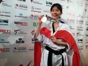 """….โฉมหน้าของสาวสวยนักเตะคนดังระดับโลกเจ้าของแชมป์ 5 รายการซ้อน การแข่งขัน..Taekwondo..รายการ """"2017 World Taekwondo Grand Prix Final"""" ซึ่งเป็นรายการสุดท้ายของปี 2017 ที่เมือง AbidJan ประเทศ..Ivory Coast..ซึ่งมีนักกีฬาของไทยลงแข่งขันในรายการนี้ 3 ราย ผลปรากฏว่าจอมเตะสาวไทยสามารถคว้ามาได้อีก 1 เหรียญทอง จาก..""""น้องเทนนิส"""" พาณิภัค วงศ์พัฒนกิจ... ในรุ่น 49 กิโลกรัมหญิง โดยเอาชนะ..Kim So Hyun..จอมเตะสาวจากแดนโสมขาว มีดีกรีแชมป์โอลิมปิกพ่วงท้ายไปได้อีกครั้ง ด้วยคะแนน 25-11 คว้าเหรียญทอง.. World Grand Prix.. เป็นรายการที่ 3 ของปี 2017...จากการคว้าแชมป์รายการดังกล่าว เป็นการคว้าแชมป์ 5 รายการรวด ก่อนหน้านี้เจ้าตัวได้แชมป์...World Grand Prix..สนามแรก ที่ประเทศ Russia, กีฬามหาวิทยาลัยโลก ที่ประเทศ Taiwan, ซีเกมส์ ครั้งที่ 28 ที่ประเทศ Malaysia, World Grand Prix สนาม 3 ที่ประเทศ..England..มาแล้ว """"คอลัมน์ SportsWorld"""" ของหนังสือพิมพ์สยามมีเดีย ขอแสดงความยินดี มายัง """"น้องเทนนิส"""" พาณิภัค วงศ์พัฒนากิจ...ซึ่งพวกเราชาวไทยคงจะได้เห็นฝีเท้าการเตะคนดังระดับโลกของสาวผู้นี้ และจะได้ส่งเสียงเชียร์เธอกันอีกครั้ง  ในกีฬาโอลิมปิกครั้งต่อไปอย่างแน่นอนครับ"""