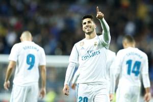 """Daily Mail สื่อชั้นนำของอังกฤษรายงานว่า ทีม """"ผีแดง"""" Manchester United แมนฯ ยูพร้อมทุ่มเงินเป็นสถิติใหม่ของสโมสรจำนวน 177 ล้านปอนด์ เพื่อซื้อตัว """"Marco Asensio""""กองกลางวัย 21 ปี ทีมชาติสเปนสังกัดทีมสโมสร Real Madrid ยักษ์ใหญ่ของสเปนมาเสริมทัพ ในฤดูกาลหน้า """"Jose Mourinho"""" กุนซือใหญ่ของแมนฯ ยู Manchester United ยื่นสัญญา 5 ปี พร้อมจ่ายค่าเหนื่อยแพงที่สุดของสโมสรสัปดาห์ละ 461,000 ปอนด์ ให้กับกองกลางทีมชาติสเปนรายนี้ ขณะนี้นักเตะคนดังซุปเปอร์สตาร์ """"Paul Pogba"""" กองกลางทีมชาติฝรั่งเศส เป็นเจ้าของนักเตะค่าตัวแพงสุดของสโมสร จำนวน 89 ล้านปอนด์ ที่ดึงตัวมาจากสโมสรJuventus ในอิตาลี เมื่อปี 2016 ถ้าหากสโมสร Manchester United.. ได้ตัว""""Marco Asensio""""มาร่วมทีมจะทำให้เขากลายเป็นนักเตะค่าตัวแพงคนใหม่ของสโมสรทันที"""