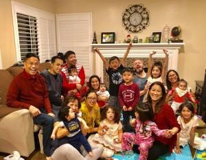 คุณตาชวพจน์ คุณยายนิน่า ถุงสุวรรณ ฉลองปีใหม่ 2018 ที่บ้านลูกในเมือง Yorba Linda, CA พร้อมกับหลาน 9 คน Happy new year นะคุณตาและคุณยาย