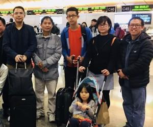 ที่สนามบินแอลเอ .. สุพัฒน์ สมลิคุณ เป็นตัวแทนของชุมชนไทยในแซนดิเอโก้ ไปส่งกงสุลจุ๊บ ศรัณยู อัมพาตระการ ที่ปฏิบัติหน้าที่ครบวาระ 4 ปี ณ สถานกงสุลใหญ่เมืองลอสแอนเจลิส กลับไปปฏิบัติหน้าที่ที่เมืองไทย