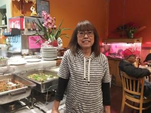 """มอบความอร่อยมาอย่างยาวนานถึง 14 ปี โดยมี """"เจ"""" ให้การต้อนรับ กับอาหารไทยเลิศรส ปลาทอดราดพริก, กุ้งฉู่ฉี่ และอาหารไทยรสเด็ดอื่นๆ อีกมากมาย  ที่ร้านอาหารไทยวิลล่า เมือง Lakewood โทร. 562-920-3785"""