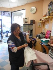 """""""แพ็ต"""" ช่างผมมืออาชีพ ที่ให้บริการชุมชนไทยมาอย่างยาวนาน จะย้ายไปอยู่ 18 Salon 8215 Woodman Ave. Van Nuys, CA 91402 เริ่มปีใหม่ 2018นี้"""